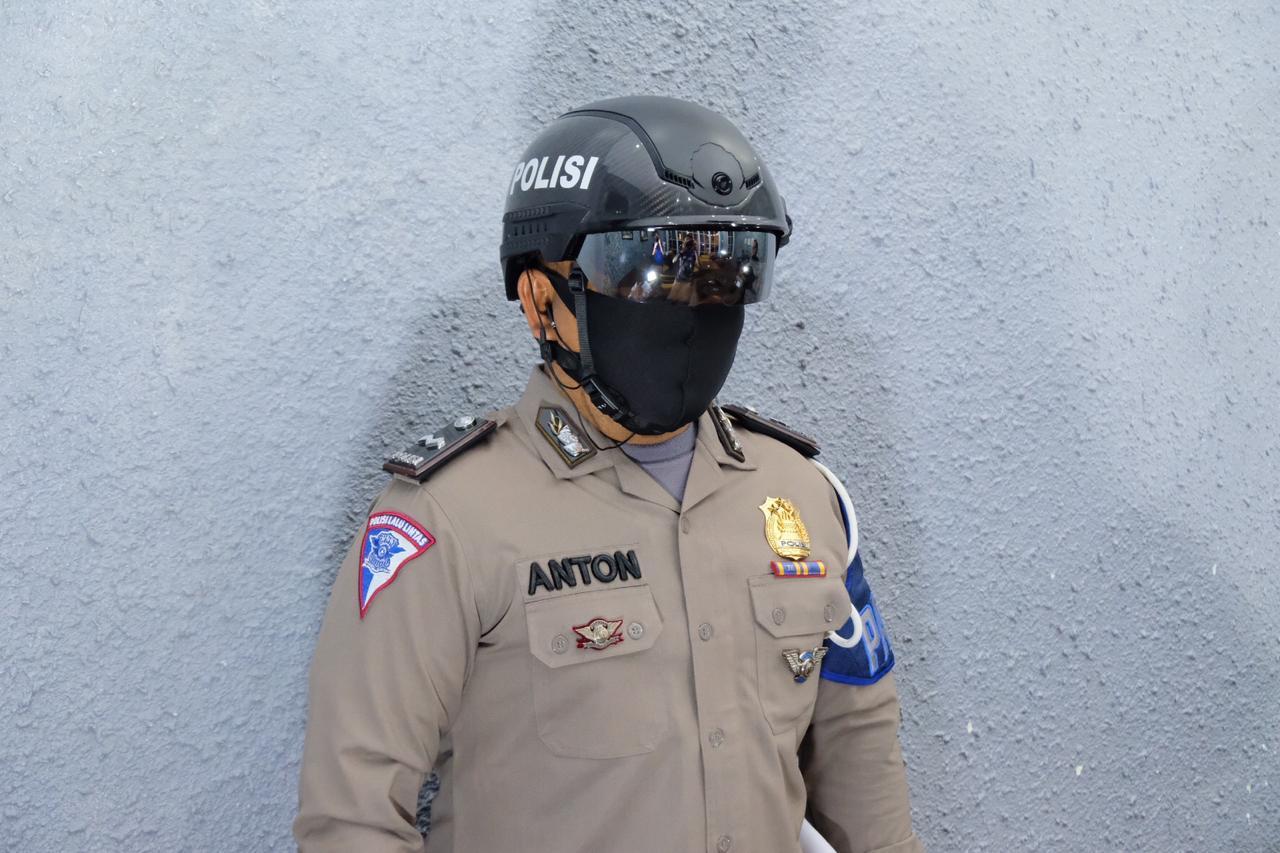 Dukung PSBB, Polda Riau Miliki Helm 'Robocop' Guna Mendeteksi Covid 19